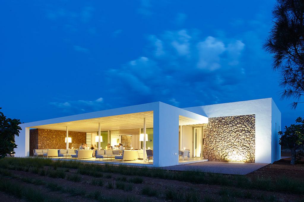Ca-Na-Xica-exterior-hotel-iluminacion-elener