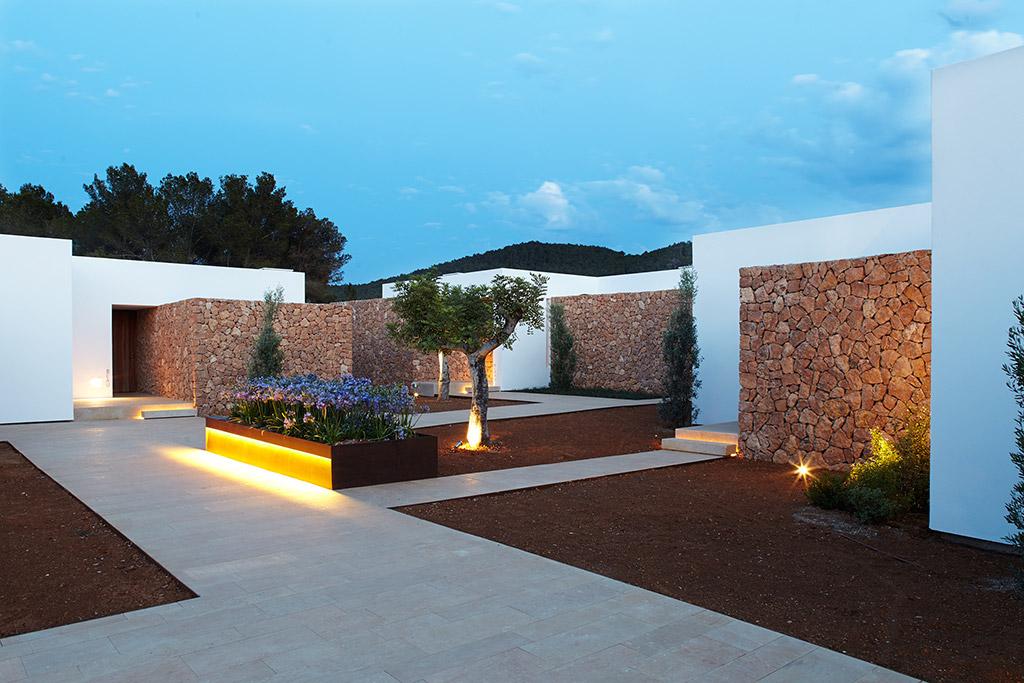 Ca-Na-Xica-exterior-jardin-iluminacion-elener