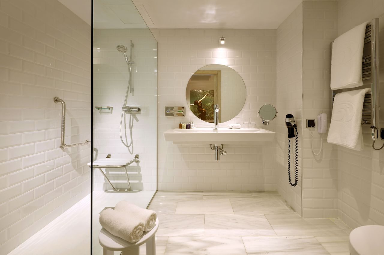 grand-palladium-white-island-bathroom-iluminacion-elener